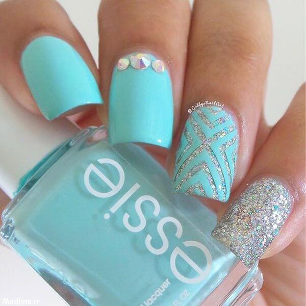 02-blue-nail-polish